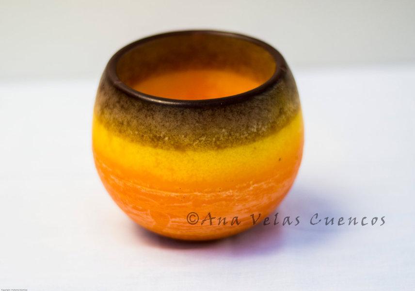 Cuenco redondo de parafina color naranja y borde marrón de aroma a azahar