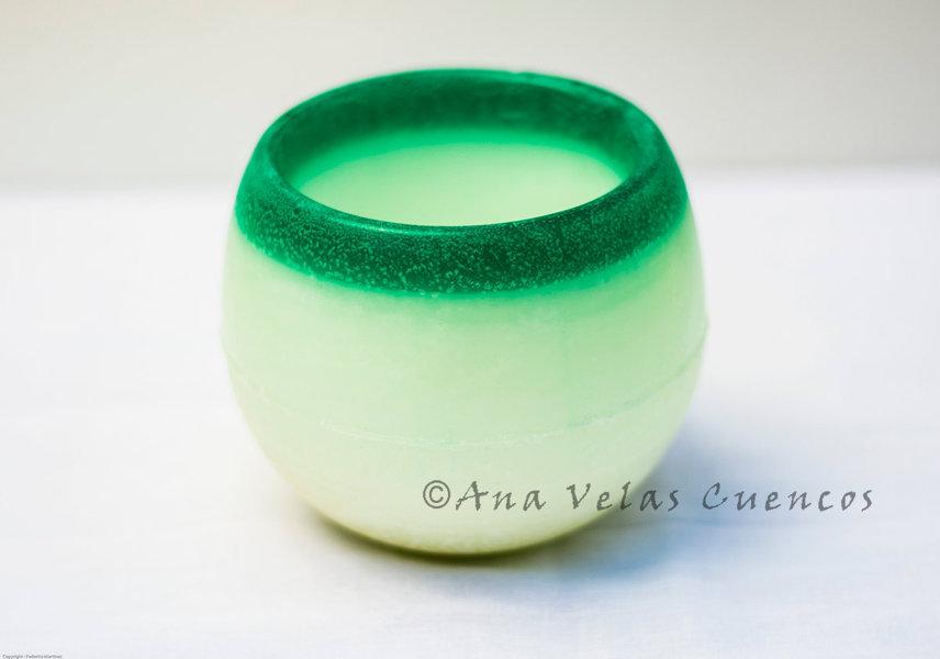 Cuenco redondo de parafina color verde con aroma a caribe