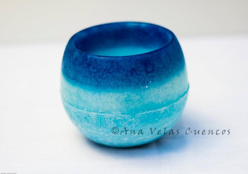 Cuenco redondo de parafina color azul claro con borde más oscuro y aroma a jazmín