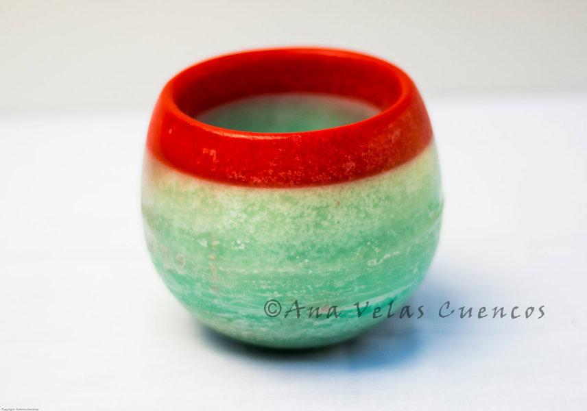 Cuenco redondo de parafina color verde con borde en rojo aroma manzana verde
